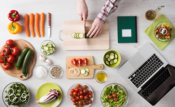 WHY IT'S A GOOD IDEA TO PLAN MEALS AHEAD OF TIME?